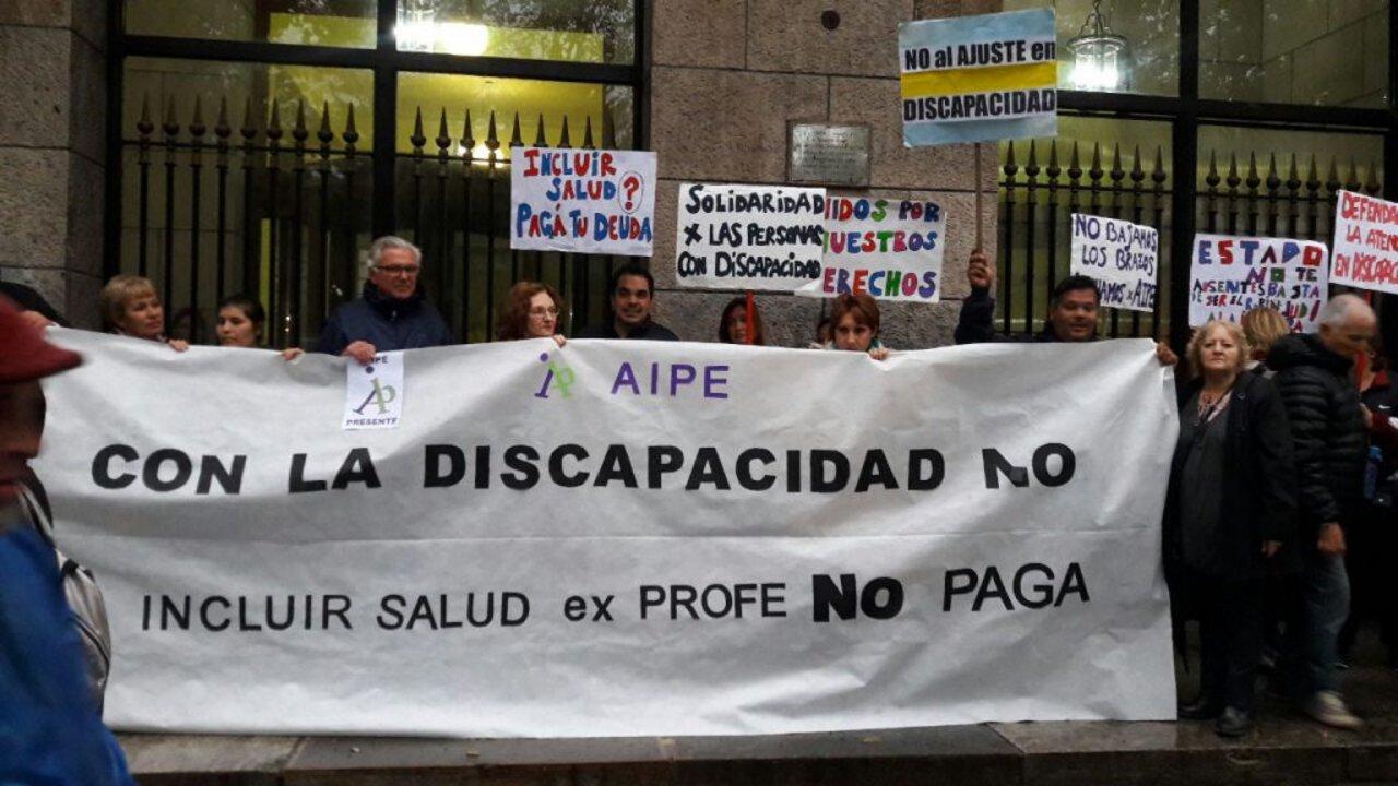 En Mar del Plata los afectados protestan frente a la municipalidad desde abril