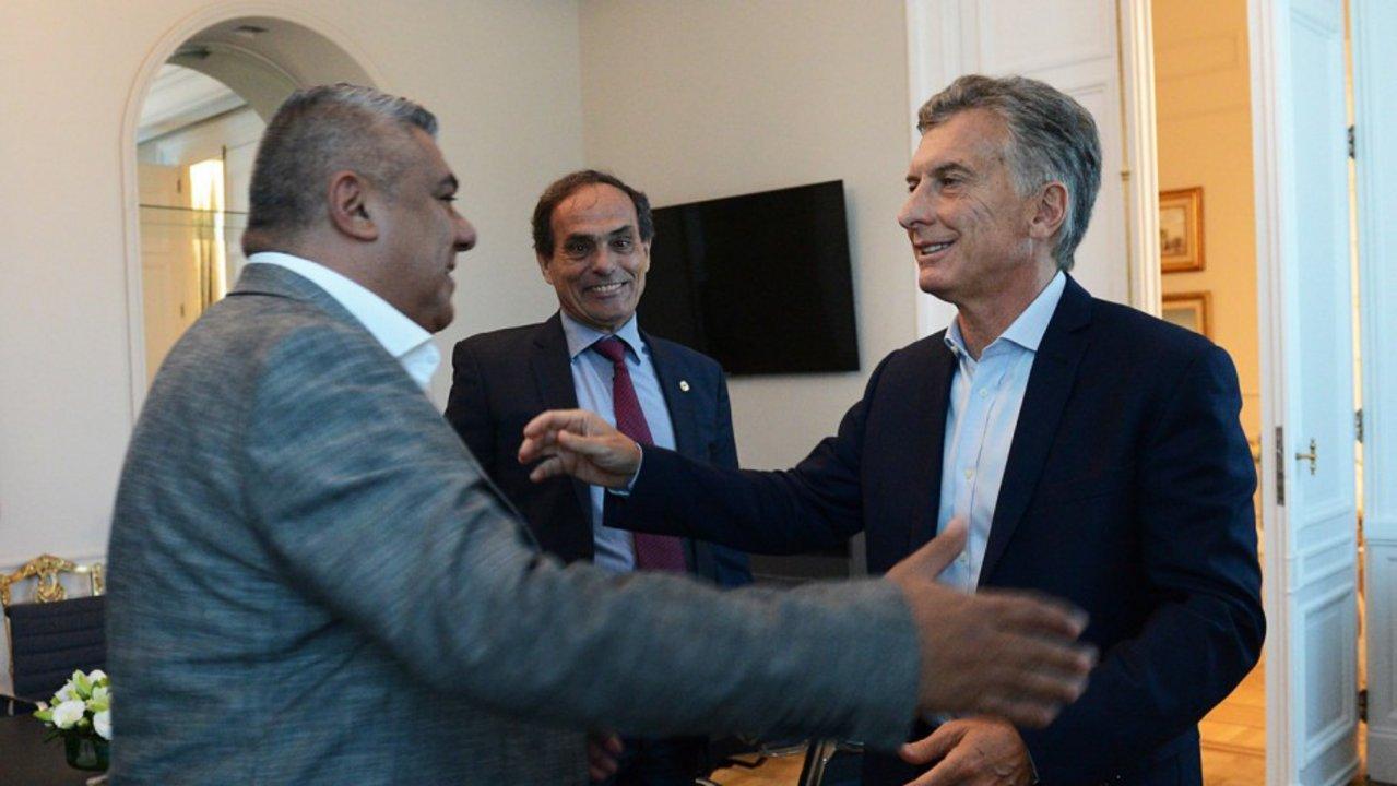Claudio 'Chiqui' Tapia, presidente de la AFA, reuniéndose con Macri