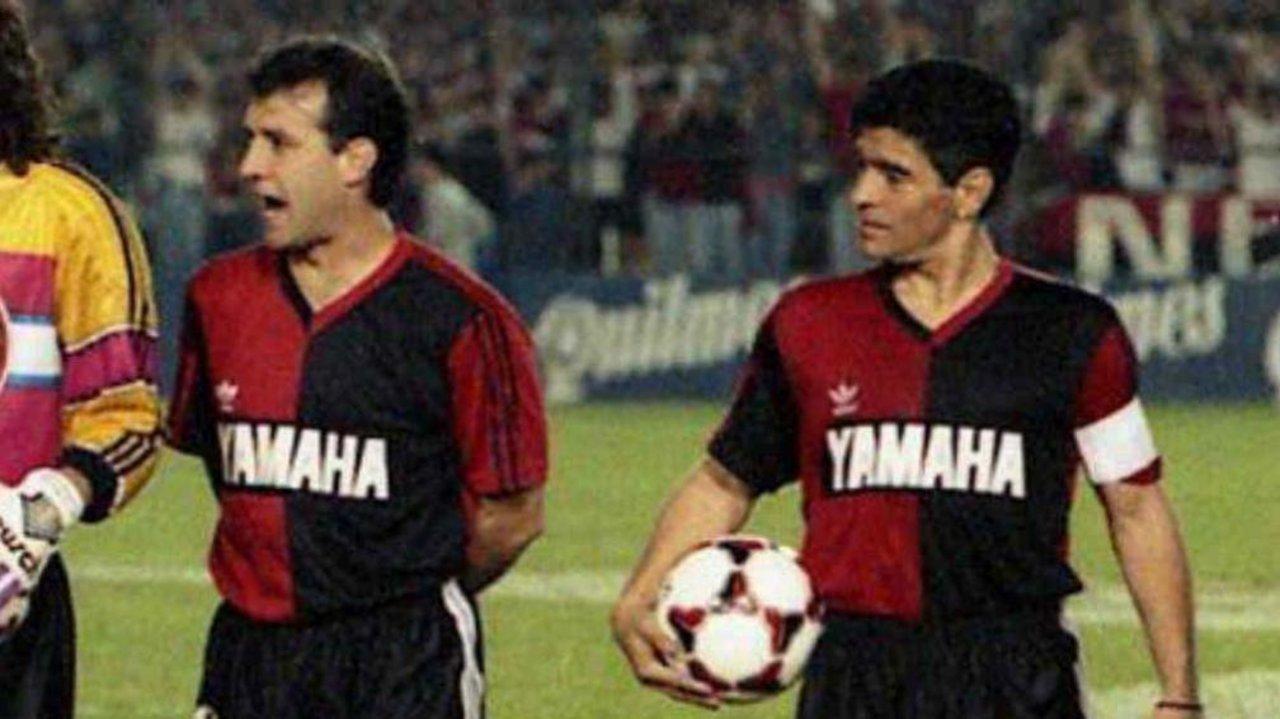 Maradona y el 'Tata' jugando para Newell's