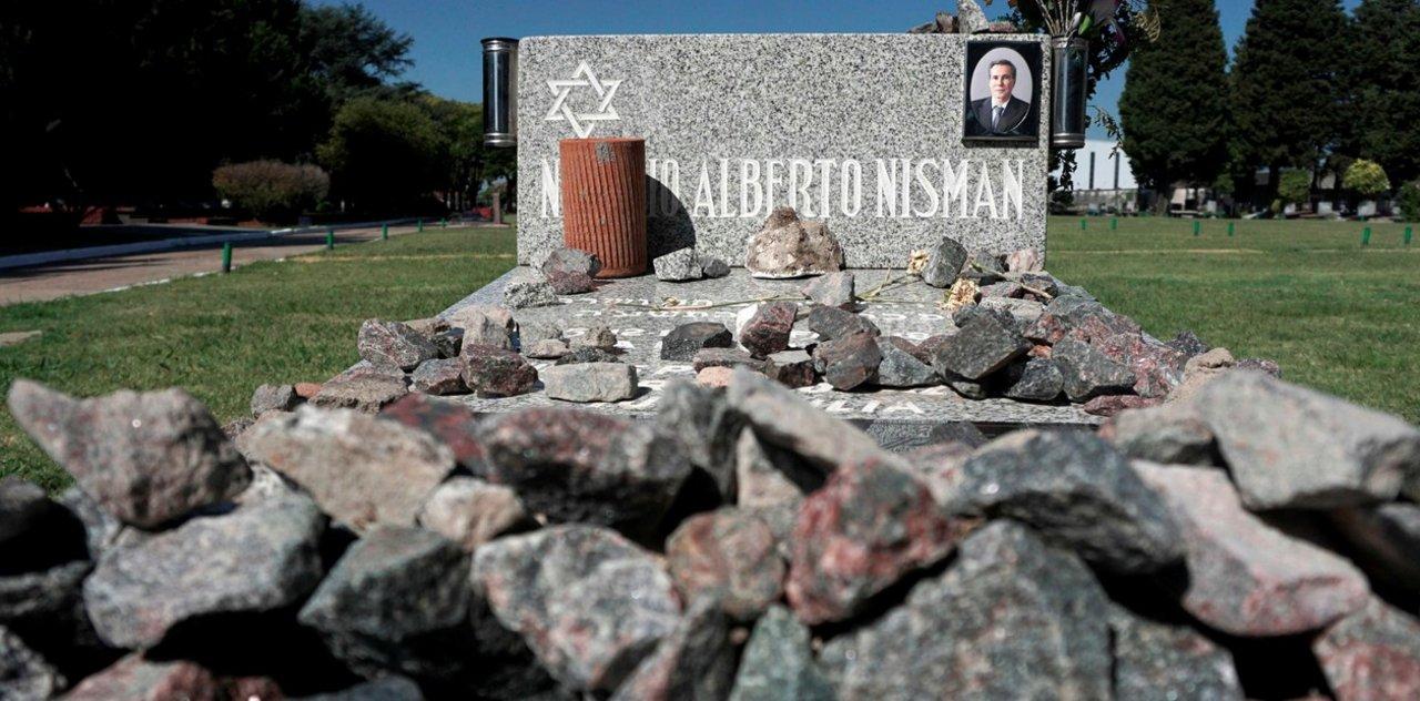 Monumento en memoria de Nisman construido por Fondo Nacional Judío Keren Kayemet LeIsrael y el KKL Argentina en el Bosque de la Amistad Israel-Argentina. Foto: AFP