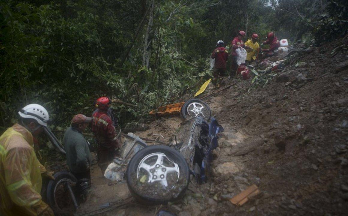 El primer derrumbe ocurrió el sábado.  AP Foto/Juan Karita
