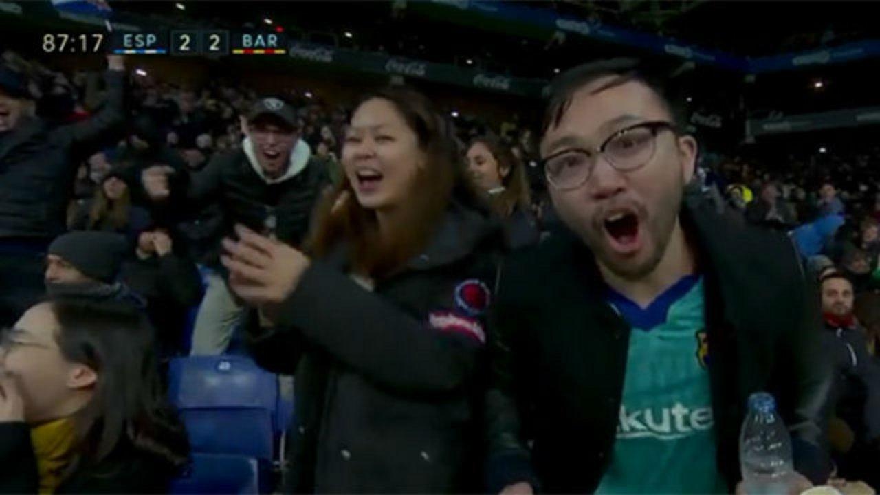 Con la camiseta del Barsa, grital el gol del Espanyol.