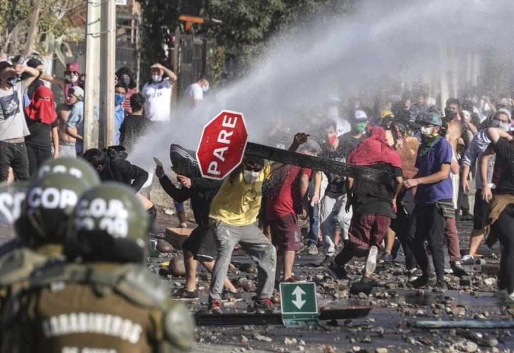 Represión y detenidos en una protesta en Chile en medio de la ...