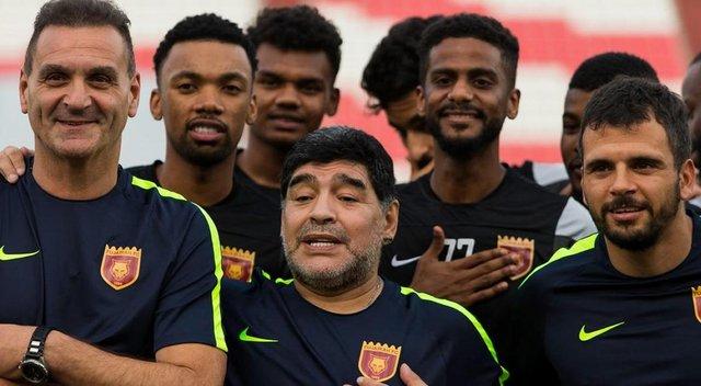 Maradona cruzó a los que se burlaron de la máscara que usó ...